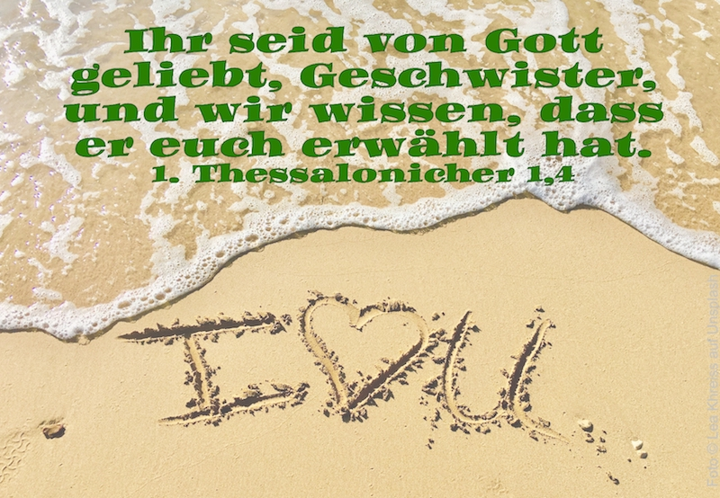 I love you in den Sand geschrieben