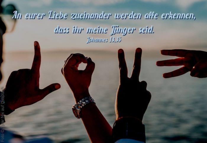 LOVE mit Händen