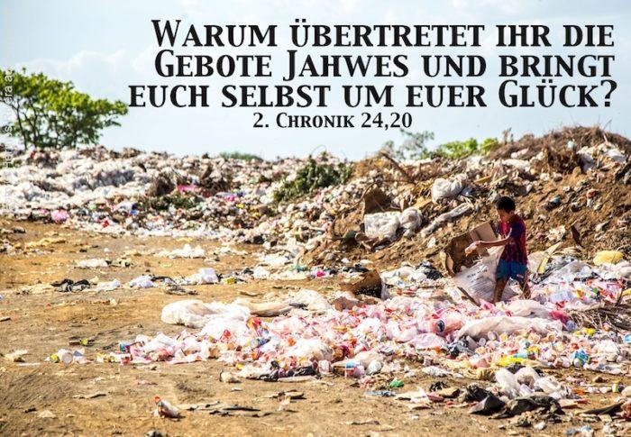 Junge auf Müllhalde