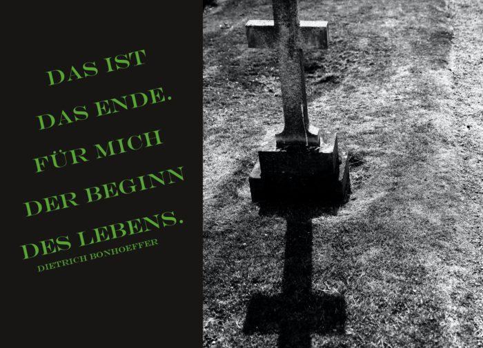 Grabkreuz auf Friedhof