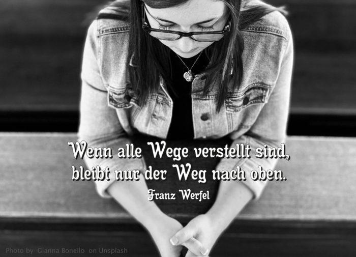 Frau betet