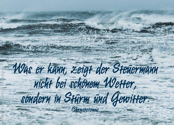 Vom Sturm aufgewühltes Meer