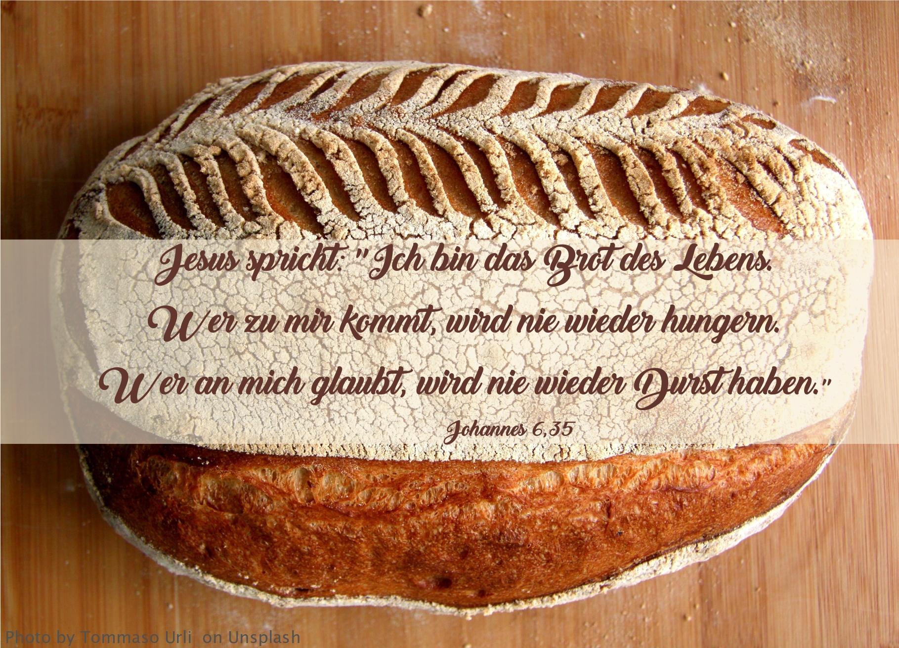 """alt=""""laib_brot_auf_holztisch_erwartet_bibelhoerbuch_jakob_und_esau"""""""