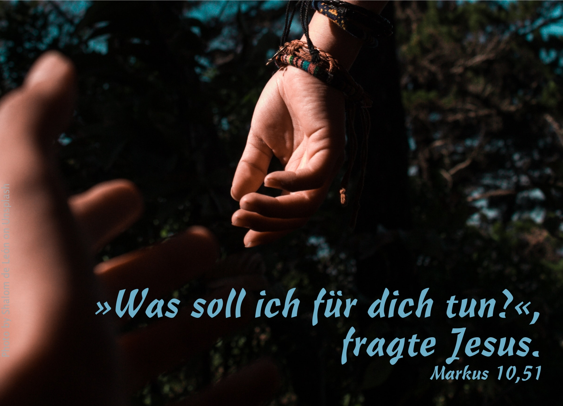 """alt=""""eine_Hand_streckt_sich_nach_einer_anderen_erwartet_bibelhoerbuch_Jesus_lehrt_und_heilt"""""""