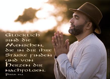 "alt=""mann_mit_hut_der_betet_erwartet_bibelhoerbuch_israel_siegt"""