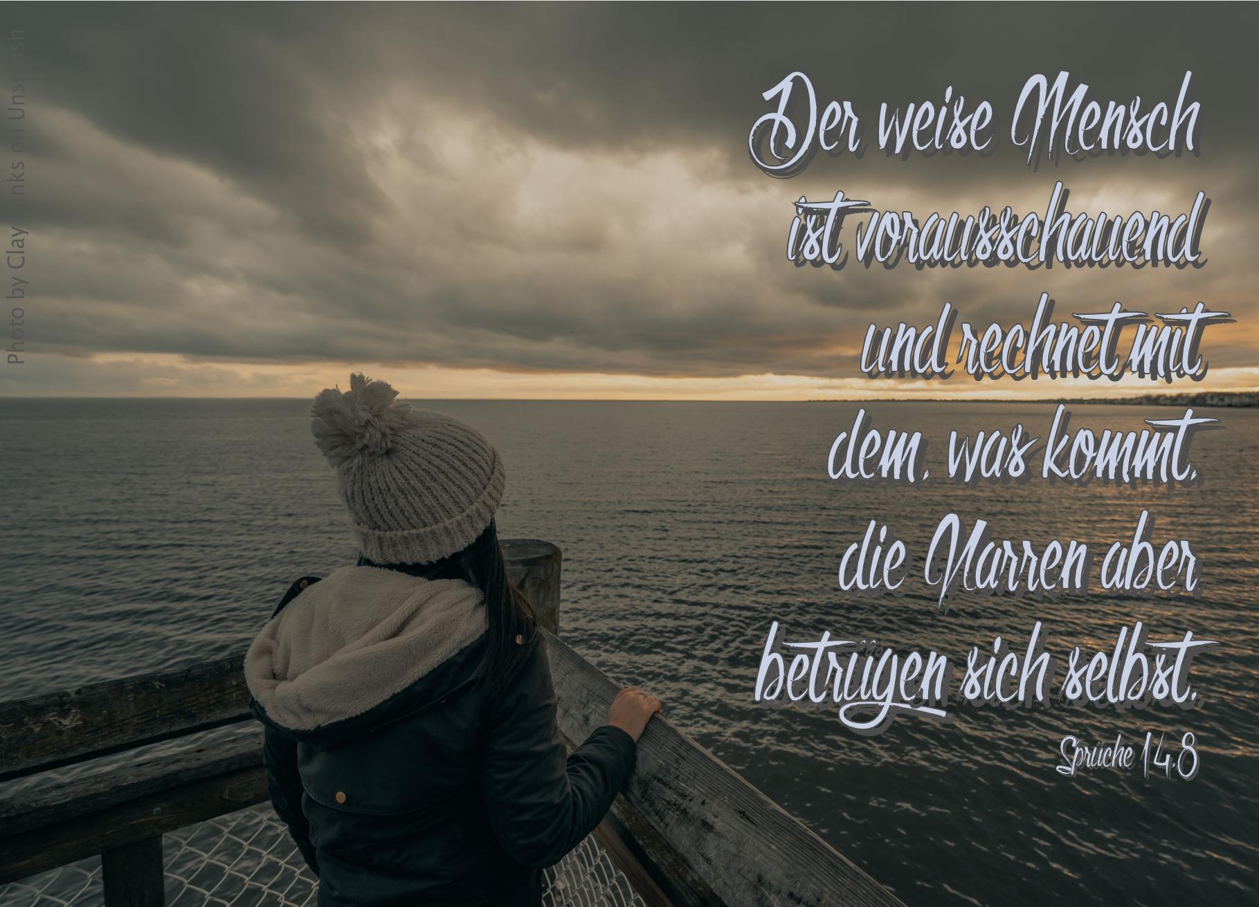 """alt=""""frau_blickt_uebers_wasser_in_die_weite_erwartet_bibelhoerbuch_aussendung_der_zwoelf"""""""