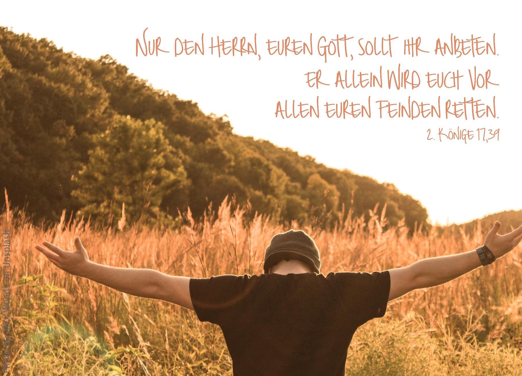 """alt=""""person_mit_gesenktem_kopf_und_erhobenen_armen_erwartet_bibelhoerbuch_israel_faellt_an_assyrien"""""""
