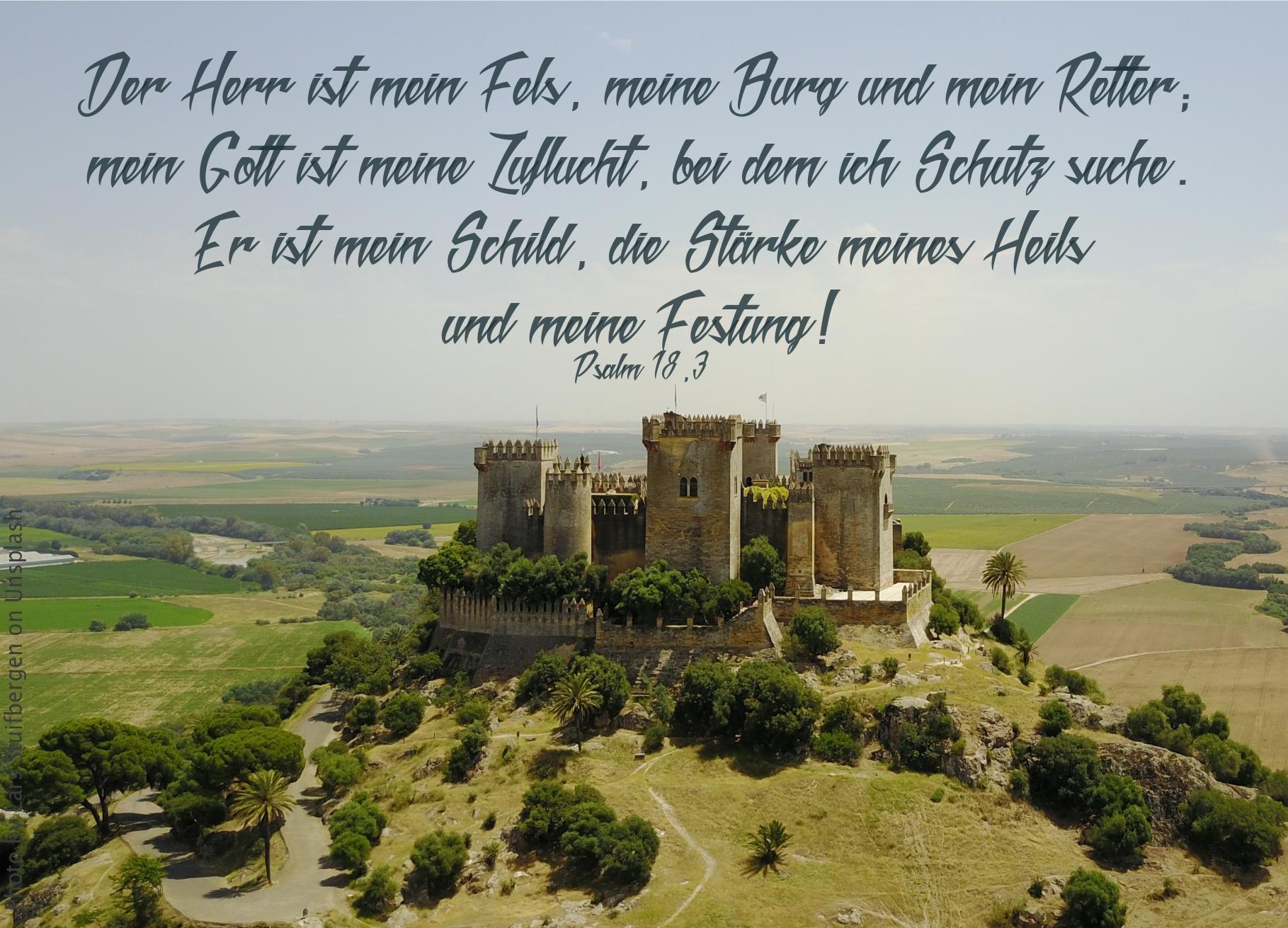 "alt=""Burg_auf_Berg_vor_Ebene_erwartet_bibelhoerbuch_Tempelweihe"""