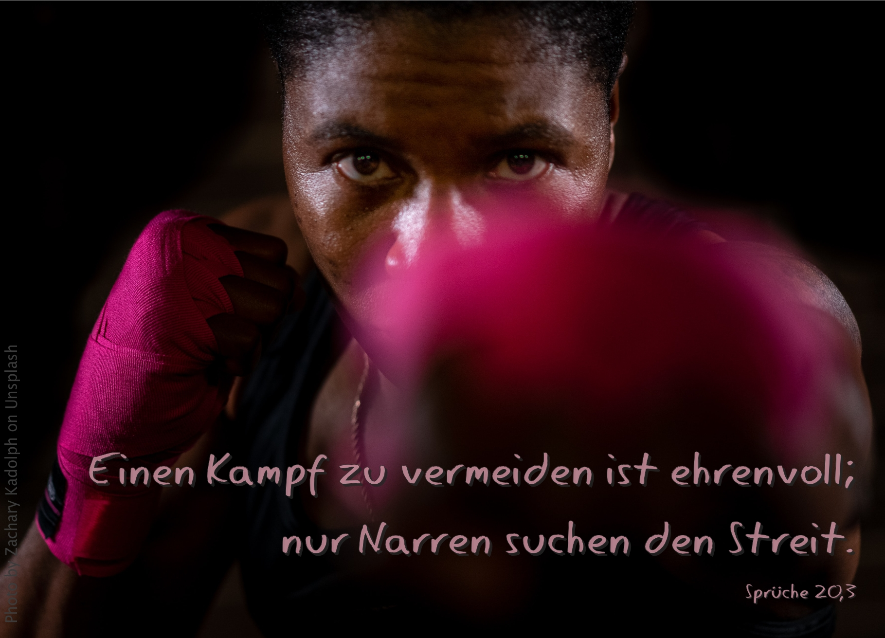 "alt=""frau_mit_boxhandschuhen_erwartet_bibelhoerbuch_joschafat_und_ahab"""