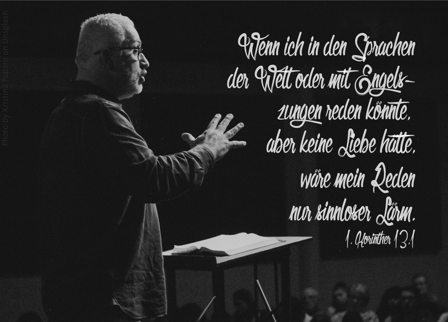 """alt=""""redner_am_pult_erwartet_bibelhoerbuch_das_groesste_ist_die_liebe"""""""