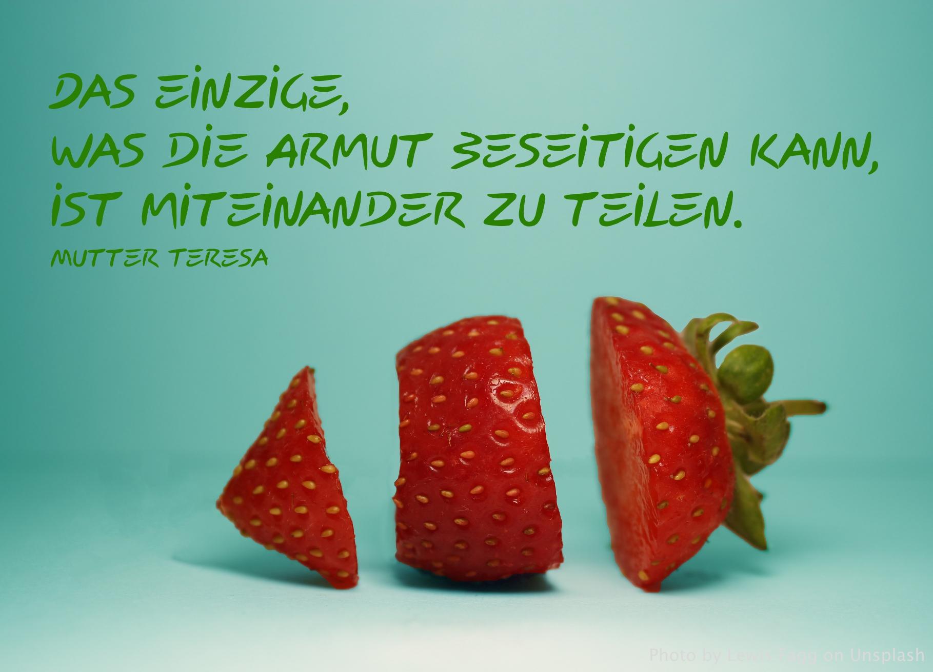 Erdbeere in drei Teilen