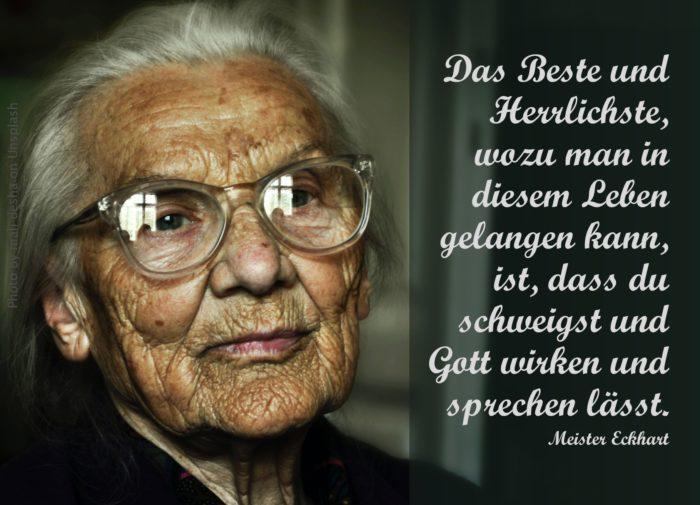 alte Frau mit Brille