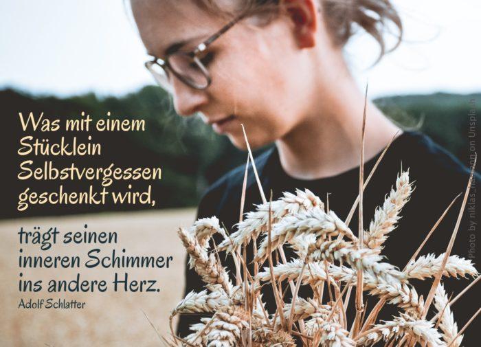 Frau mit Weizenähren