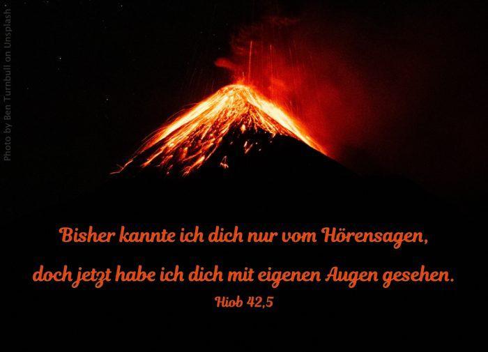 rot glühender Vulkan