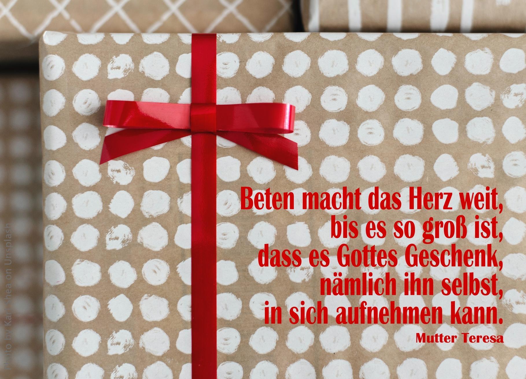 """alt=""""eingepacktes_geschenk_mit_roter_schleife_erwartet_bibelhoerbuch_die_endzeit"""""""