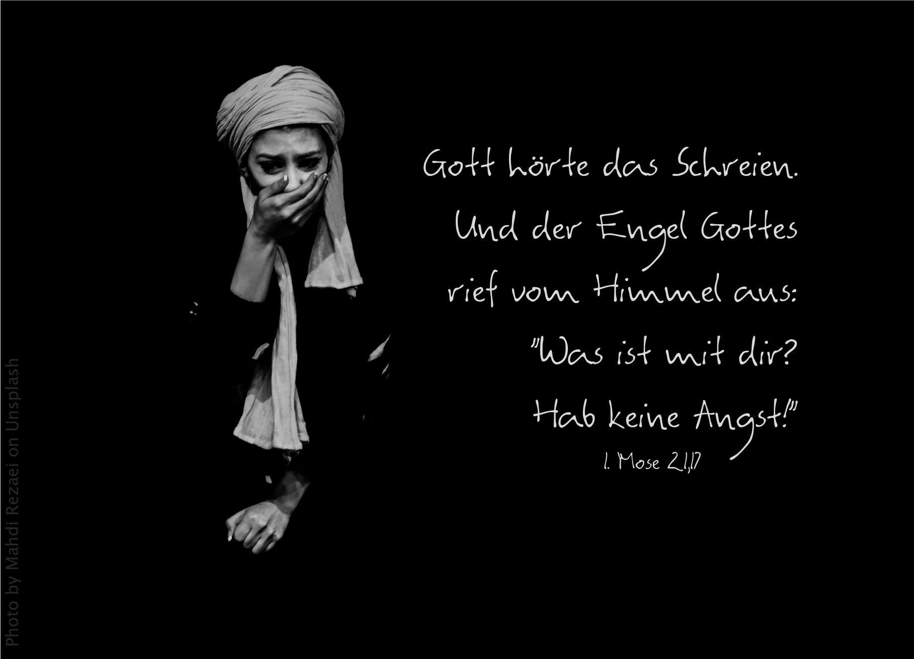 """alt=""""frau_vor_schwarzem_hintergrund_haelt_sich_hand_vor_den_mund_erwartet_bibelhoerbuch_zeugen_fuer_jesus"""""""