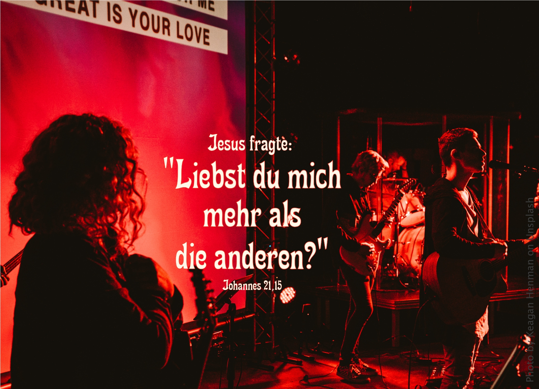 """alt=""""worshipband_auf_der_buehne_erwartet_bibelhoerbuch_jitros_rat"""""""