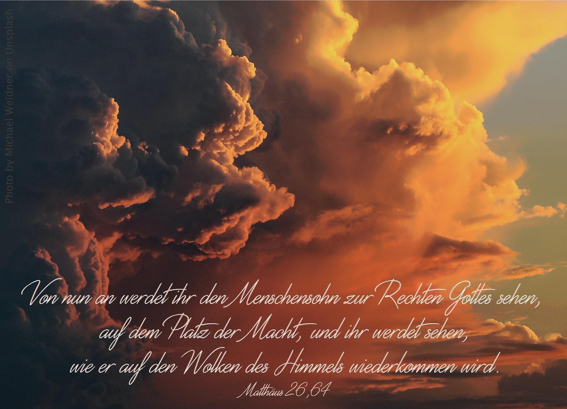 "alt=""dicke_schwarze_wolken_gehen_in_blauen_himmel_ueber_erwartet_bibelhoerbuch_jesus_vor_dem_hohen_rat"""