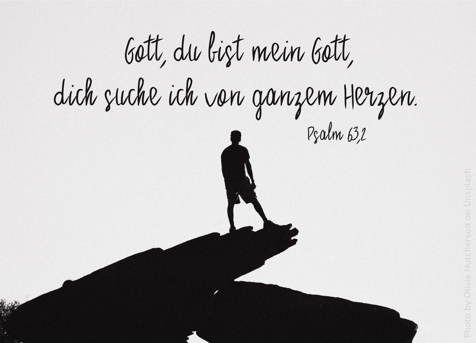 """alt=""""silhouette_eines_mannes_auf_einem_felsen_erwartet_bibelhoerbuch_jesus_heilt"""""""