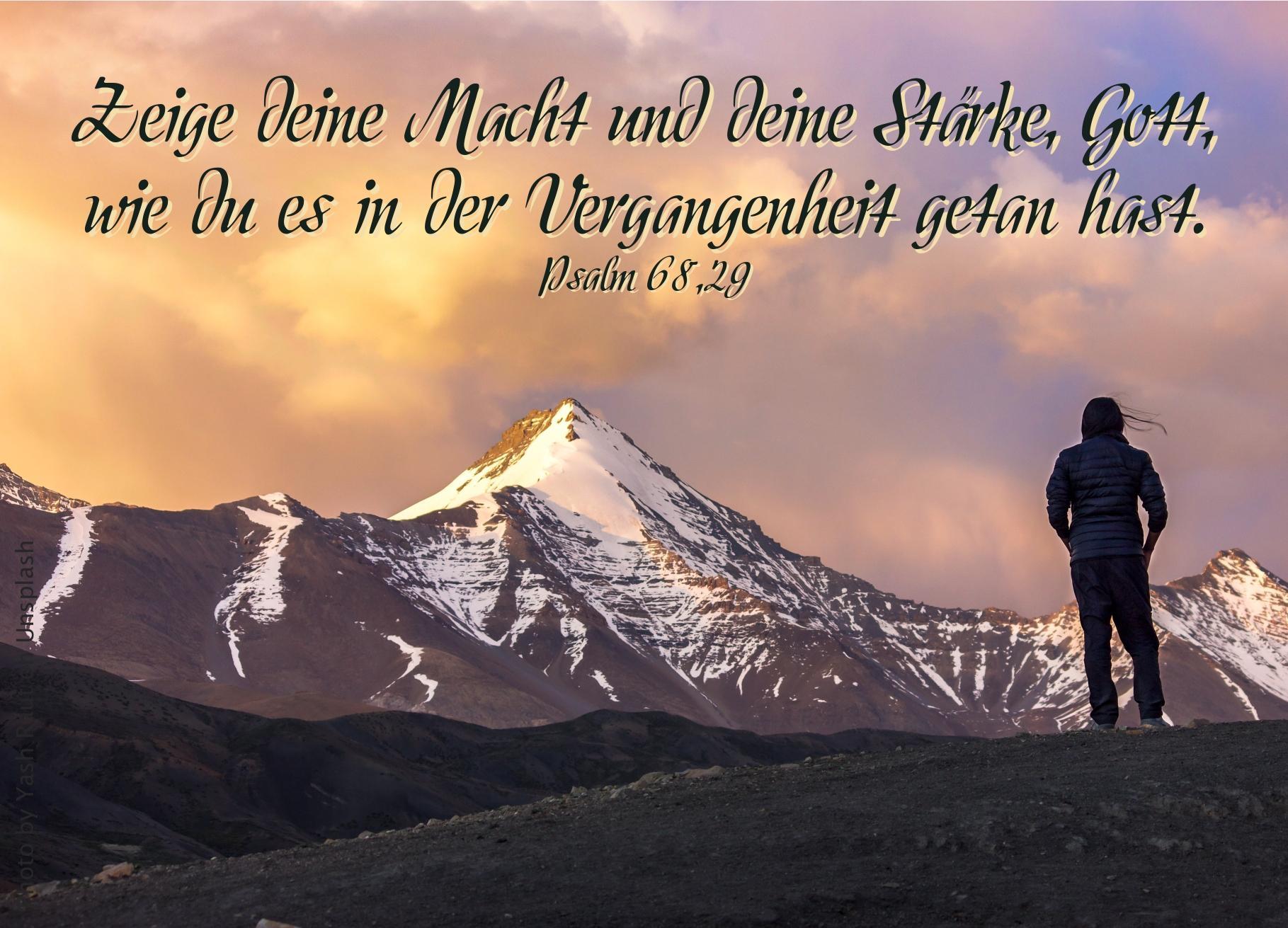 "alt=""Frau_vor_schneebedecktem_Bergmassiv_erwartet_bibelhoerbuch_Aussendung_der_Apostel"""