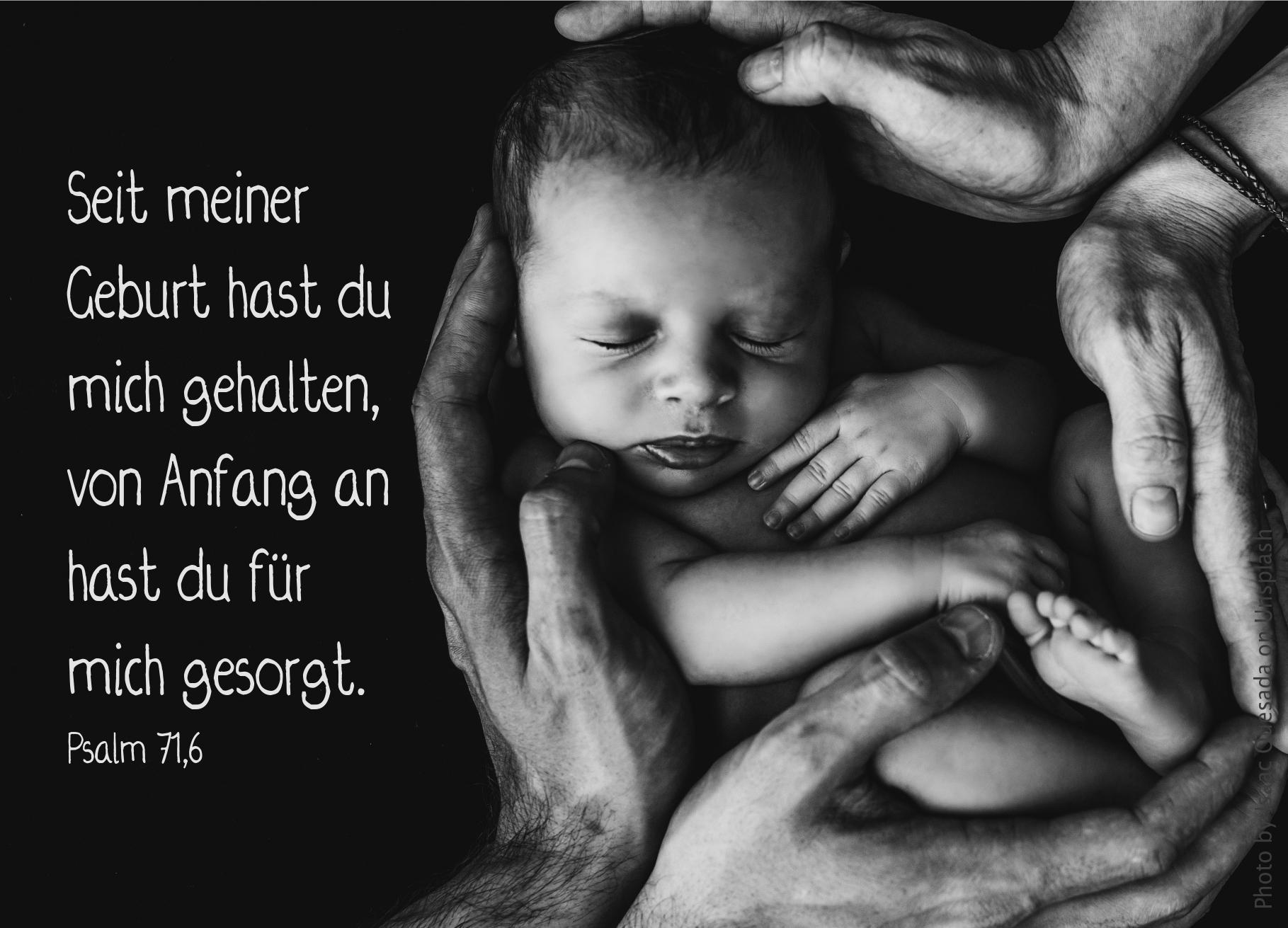 """alt=""""Baby_von_vier_Haenden_gehalten_erwartet_bibelhoerbuch_Vorgaben_und_Pharisaeer"""""""