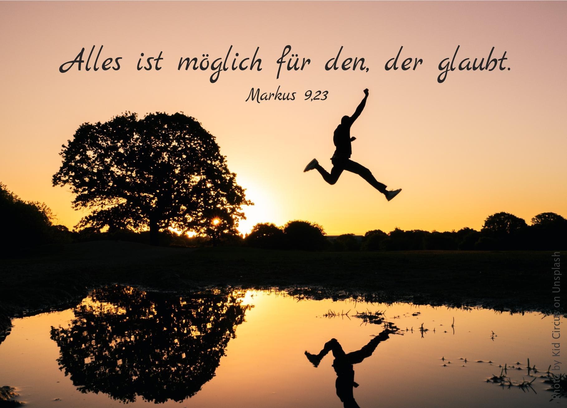 """alt=""""silhouette_eines_springenden_menschen_ueber_einem_see_erwartet_bibelhoerbuch_das_passahfest"""""""