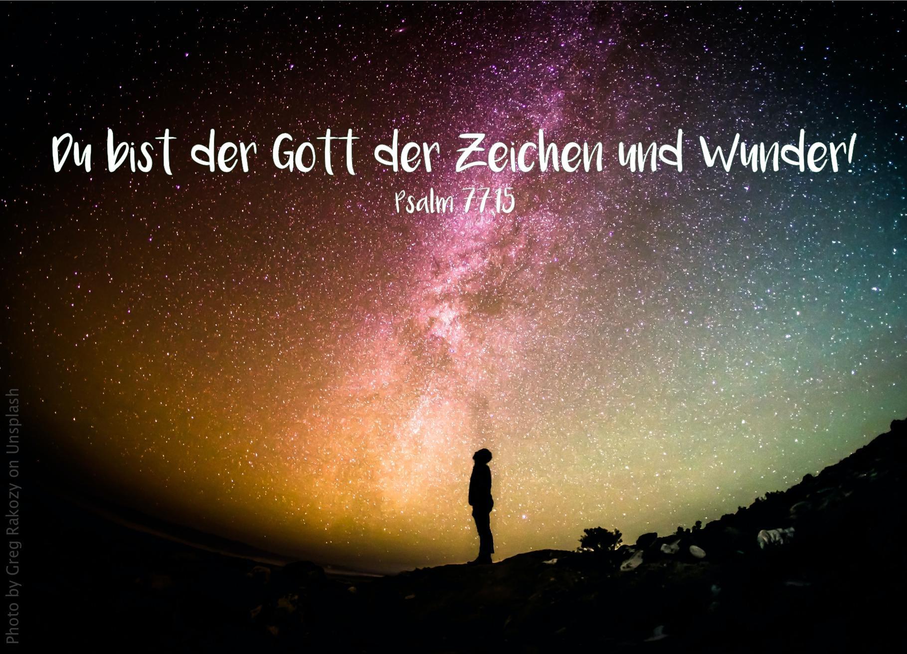 """alt=""""silhouette_vor_buntem_sternenhimmel_erwartet_bibelhoerbuch_segnungen_und_strafen"""""""