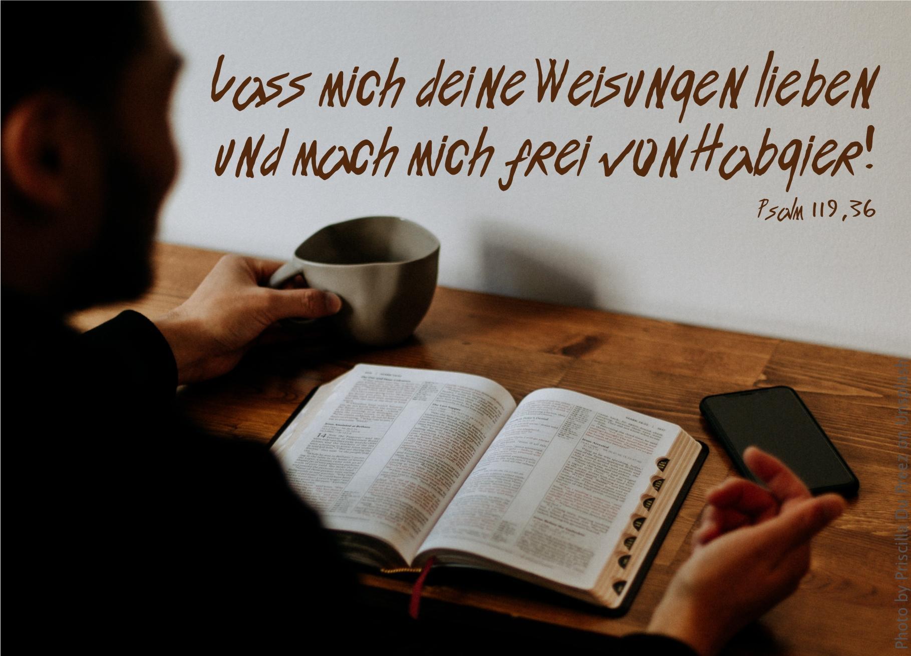 """alt=""""mann_sitzt_vor_bibel_erwartet_bibelhoerbuch_auferstehung"""""""