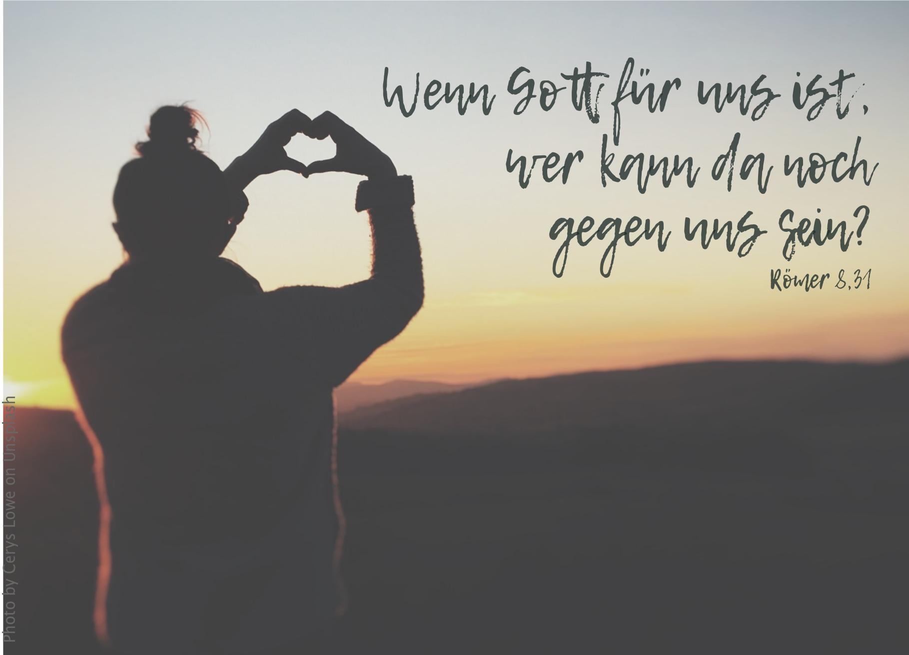 """alt=""""person_formt_herz_mit_den_haenden_erwartet_bibelhoerbuch_nichts_kann_uns_von_gott_trennen"""""""