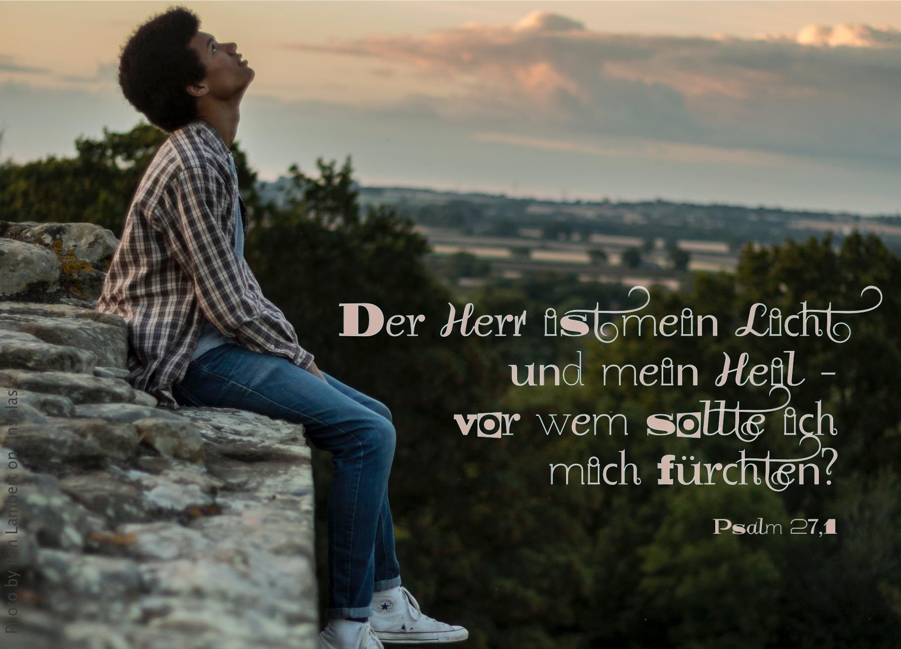 """alt=""""mann_sitzt_auf_felsvorsprung_erwartet_bibelhoerbuch_die_ehe"""""""