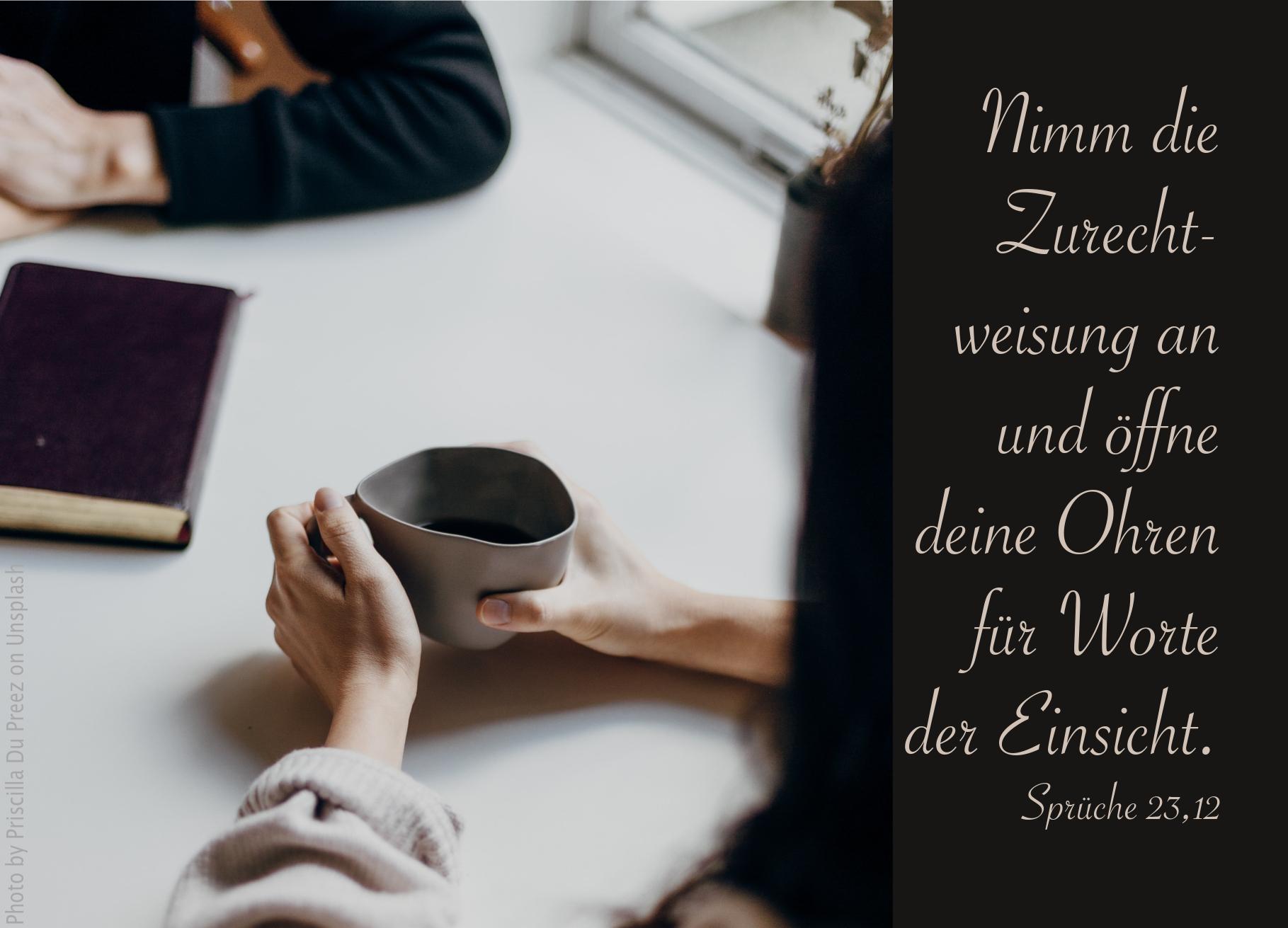 """""""zwei_menschen_am_tisch_erwartet_bibelhoerbuch_botschaften_an_die_laender"""""""