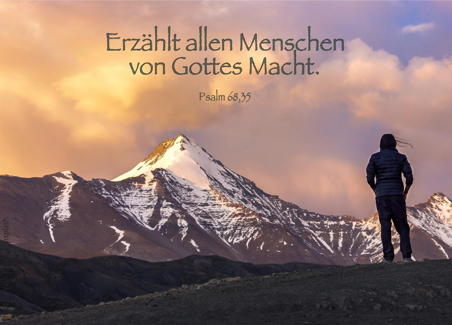 """alt=""""person_vor_berggipfel_erwartet_bibelhoerbuch"""""""