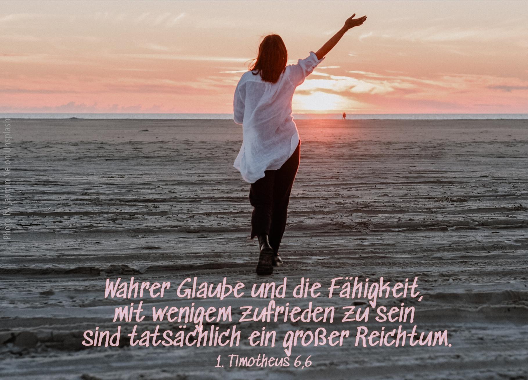 """alt=""""frau_am_strand_erwartet_bibelhoerbuch_falsche_lehrer"""""""