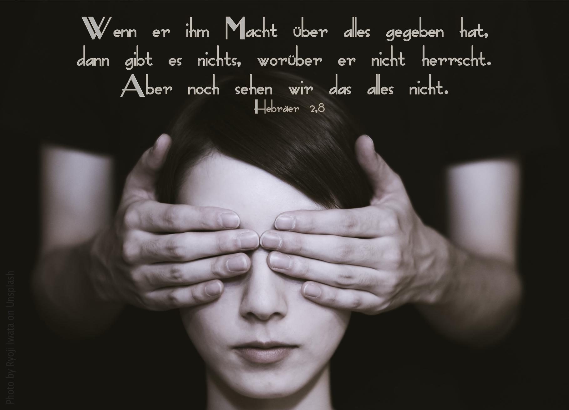 """alt=""""einer_person_werden_die_augen_zugehalten_erwartet_bibelhoerbuch_jesus_der_mensch"""""""